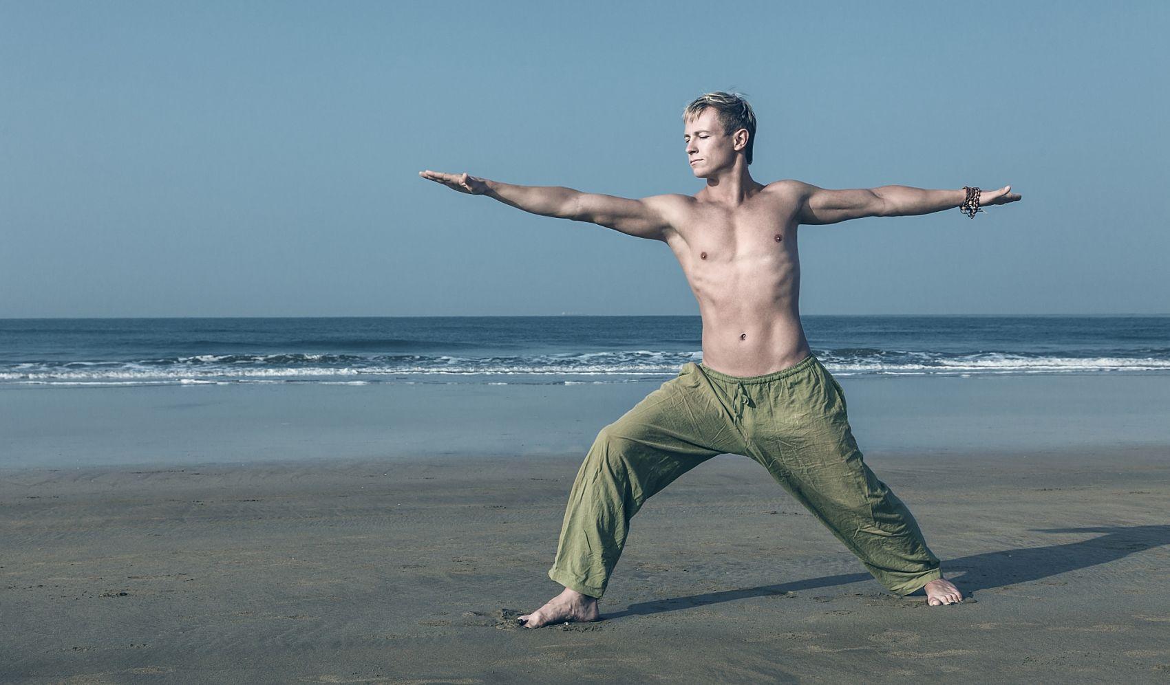 ESTIRA TU CUERPO Ruta de senderismo con sesión de stretching en la playa